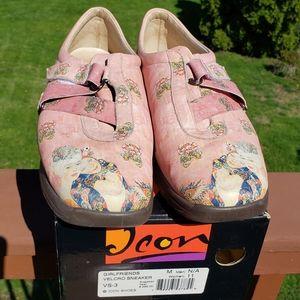 ICON Klimt Velcro Sneaker Girlfriends Sz 11 EUC